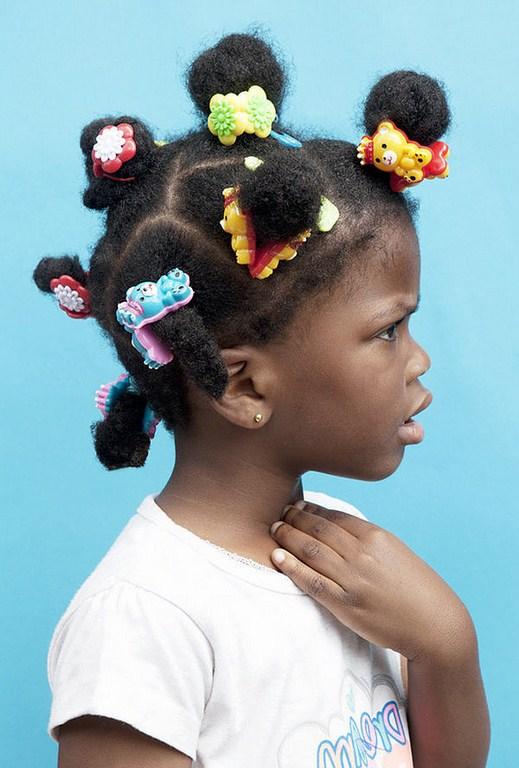 EMILY STEIN photographie les coiffures afros des kids londoniens