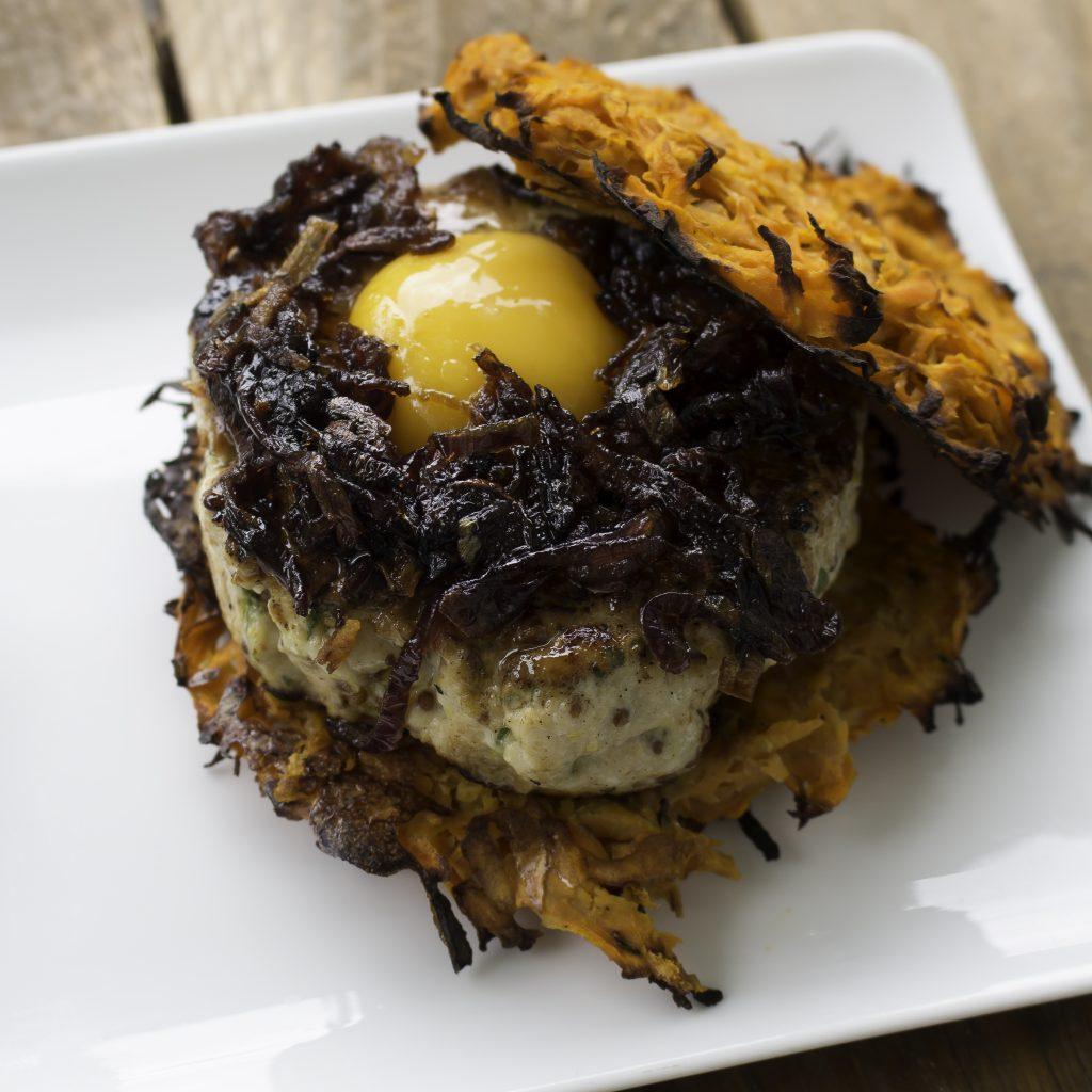 Burger de Patate douce Poulet et oignons confits