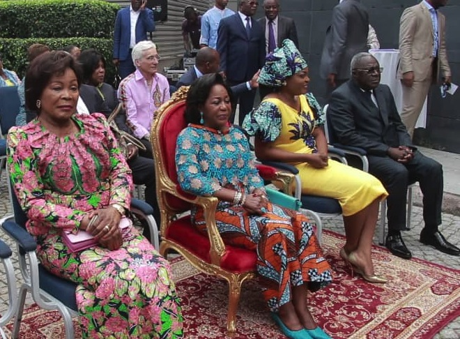 La Première Dame du Congo, Antoinette Sassou Neguesso (au milieu), marraine de l'événement