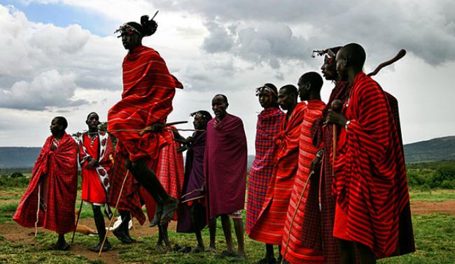 PASSAGE À L'ÂGE ADULTE : Rites en Tanzanie, Éthiopie et Kenya