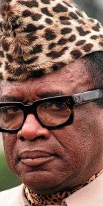 (ARCHIVE) Photo prise le 29 septembre 1991 du marÈchal prÈsident du ZaÔre Mobutu Sese Seko, qui a offert, ce 4 mai, de remettre le pouvoir ‡ un prÈsident Èlu et annoncÈ qu'il ne sera pas candidat ‡ sa propre succession, selon l'indication de l'Èmissaire des Nations unies et de l'Organisation de l'UnitÈ africaine Mohamed Shanoun.  Mobutu Sese Seko, president of Zaire, 29 September 1991. AFP PHOTO AFP FILES/GERARD FOUET/vn