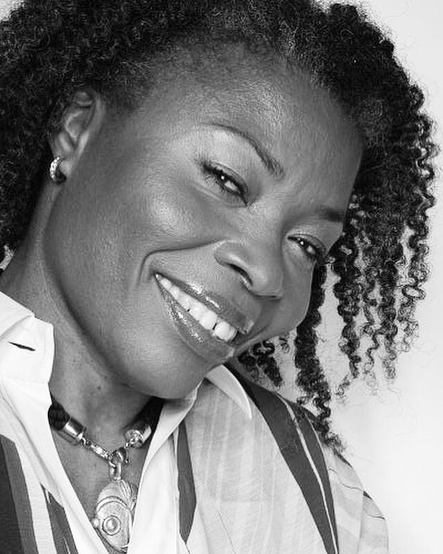 GILLETTE LEUWAT : Par amour du cheveu afro