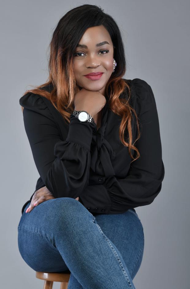 CHRISTELLE MBUNGA : Ah Oui Services, agence spécialisée dans le nettoyage